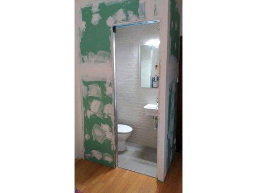 Baño sacado de un armario empotrado