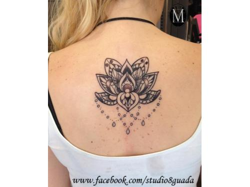 Tatuaje loto mandala para la espalda