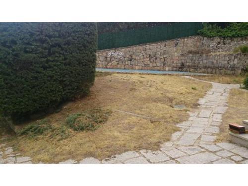 Jardines: instalación de césped artificial a particular