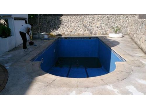 Piscinas: lechado de piscina, limpieza de playa y sustitución de gresites