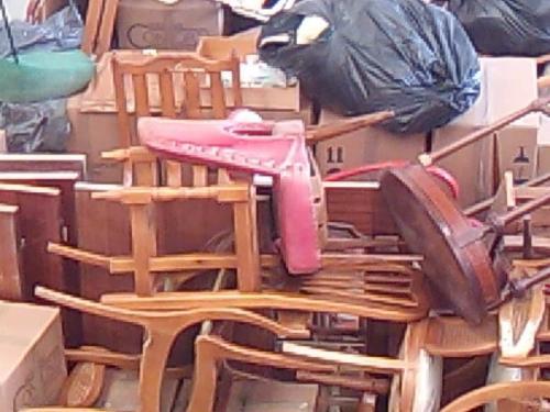 Recogida de muebles en valencia mesa estudio con cajones for Recogida muebles oviedo
