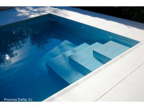 Piscinas aquadelta parla construcci n de piscinas citiservi for Piscina 24 horas madrid