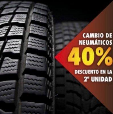Unos neumáticos revisados regularmente duran más Es una buena idea revisar mensualmente la profundidad y el estado de la banda de rodadura, la presión, los daños en los flancos y cualquier signo de desgaste irregular. En caso de duda, consulta a un especi