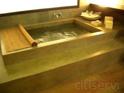 Reforma de baño completo incluyendo (a concretar según medidas y calidades). -Picado, desescombrado, suministro y colocación de azulejo, baldosa y cenefa de primera calidad. (max. 20m2 azulejo, 4m2 baldosa, 8mlcenefa, orientativamente) -Suministro y co