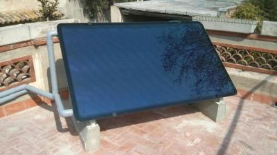Instalación de placas solares térmicas para 4 personas por 69 € al mes (3.475 € IVA incluido - 15% descuento aplicado en el precio). ¡Consigue el 70% del agua caliente que necesitas al cabo del año de forma totalmente gratuita!