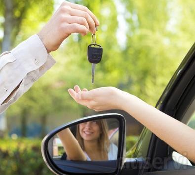 Te alquilamos un coche de sustitución mientras el tuyo está en el taller por 15 € / día, precio final impuestos incluidos. Solucionamos tu movilidad.