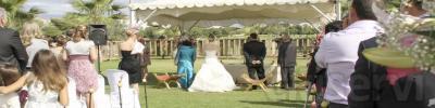 Fotógrafos especializados exclusivamente en bodas. Nos caracteriza nuestra forma de hacer una fotografía actualizada y poco convencional. Hacemos reportajes de boda por 380€ incluye: iglesia, exteriores. Se entrega un álbum digital encuadernado tama