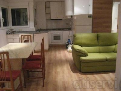 Piso apartamento amueblado recien pintado en escalera muy selecta, con 1 habitación doble muy grande.ascensor y en la mejor zona de lleida. Máxima seguridad personal.