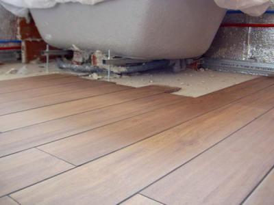 Llévate GRATIS la instalación de suelo de gres en baño, al realizar el mantenimiento de tu casa prefabricada.