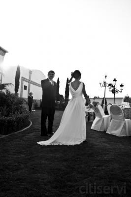 En tu gran dia no pueden faltar fotos especiales y un video mágico. Para que la buena fotografía este al alcance de todos, la gran fotógrafa Alicia Senciales pone a disposición de todos una increible oferta de  Album boda digital primera calidad-150