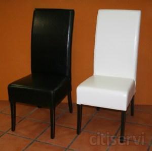 Se limpia la silla con productos ricos en colagenos especiales para el cuero. Se frota con cepillos 100% naturales. Se hidrata el cuero. El producto no mancha.Listo en una hora.