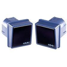 En Puertas Automáticas (Puerta+Automatización), instalamos juego fotocélula de seguridad + un mando a distancias