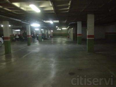 una limpieza de garaje gratis al contratar la limpieza de su comunidad con nosotros durante un año.