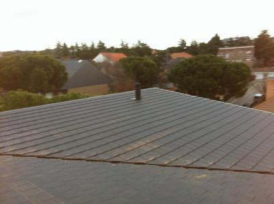 Cambie su cubierta de pizarra y obtenga una cubierta similar con aislamiento y ventilación instalando la Teja Flat