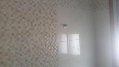 Picar azulejo viejo retirando a vertedero autorizado, colocar azulejo y plaqueta.