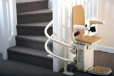 Silla salvaescaleras de doble raíl. Instalación autoportante sin necesidad de obras.