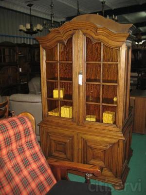 Vitrinas rusticas vitrinas de madera de roble muebles for Tu mueble benavente
