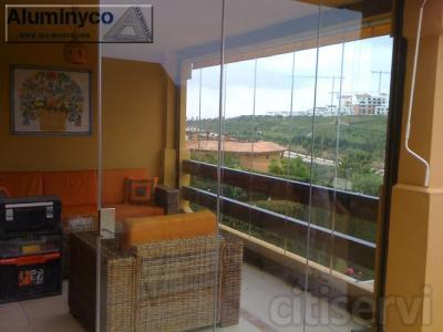 Acristalamiento de terrazas con cortinas de cristal en Málaga, Cádiz, Sevilla, Huelva, Granada, Almería, Jaén, Córdoba, Zaragoza