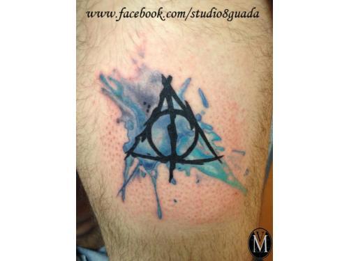 Tatuaje reliquias de la muerte watercolor