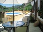 fachada, piscina privada y entorno