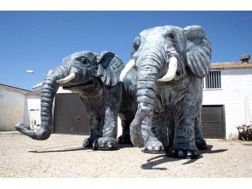 esculturas de animales en porex y fibra de vidrio en todos los formatos. Elefantes 3 metros de altura.