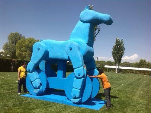 cualquier proyecto artistico para eventos lo llevamos a cabo. Caballo articulado gigante.