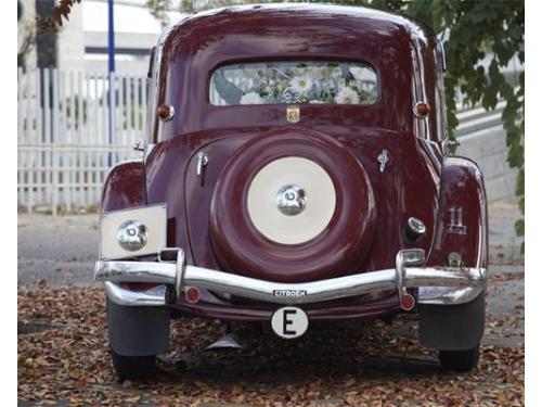 Trasera de uno de los vehículos de coches clásicos del aljarafe
