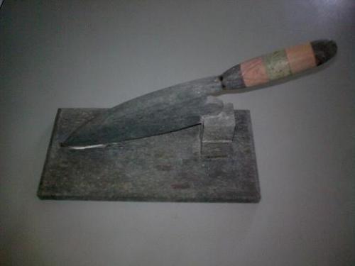 cuchillo canario en piedra