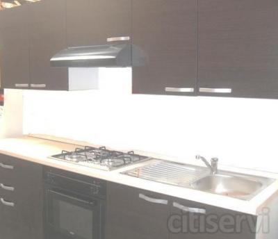 Gratis el mobiliario de cocina con electrodomesticos