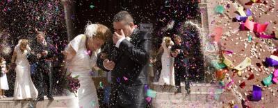 Reportaje fotográfico de boda. Incluye fotógrafo profesional durante todo el evento, diseño personalizado de álbum de boda, álbum digital de tamaño 30x30, de 60 páginas, impreso y encuadernado manualmente en materiales de alta gamma.