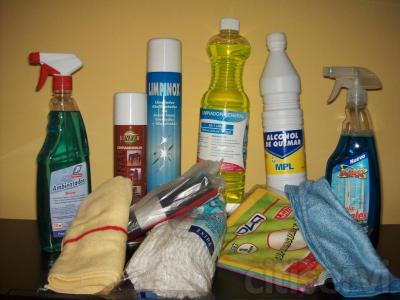Si contrata la limpeiza de cristales y persianas de su casa le regalamos un set de productos de calidad para el hogar. Incluye; limpiacristales, ambientador, limpiamuebles, limpiador de inox, fregasuelos, alcohol de quemar, fregona, bayetas varias y bolsa