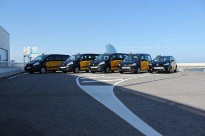 Servicio de taxi al Aeropuerto de Barcelona.  Con Taxi Barcelona 24 Horas nunca fue tan fácil reservar un taxi.