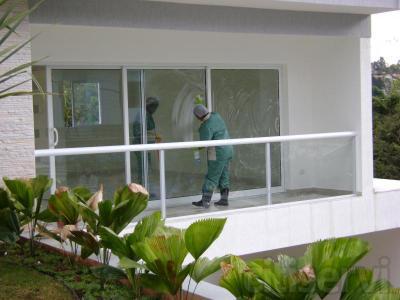 Limpiamos todos las cristales de las ventanas de tu casa por tan sólo 20 €*.  Es una oferta para la primera limpieza, terminada la misma adaptaremos un programa de limpieza que se adapte a sus necesidades.