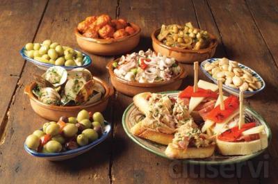 En Montellano (Sevilla) disfrutaras del sabor de la cocina tradicional de la Sierra Sur Sevillana.  Todo un fin de semana para dos personas:  - 2 noches en habitación doble en Hotel 3* - Desayuno Continental - Tapeo con 4 exquisitas tapas, 4 consumi
