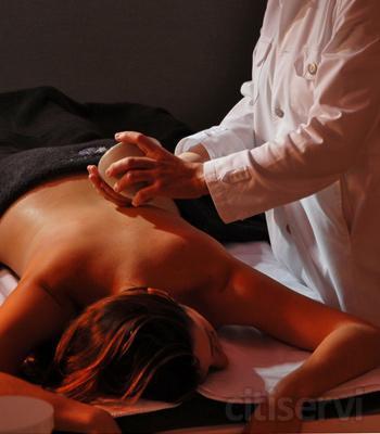 Aprovecha esta excelénte oferta: Disfruta de 5 sesiones de 45 minutos de masaje terapéutico, descontracturante o relajante por solo 100€