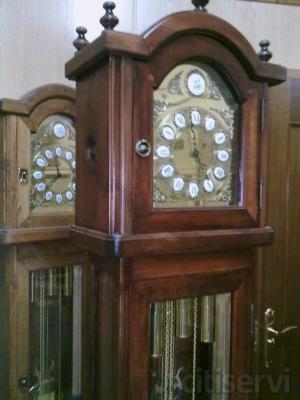 Ahora, si contratas la fabricación a medida de los Muebles de tu Salón, ó la carpinteria completa de tu casa, te instalamos a juego con estos, un magnifico Reloj de Pie Mecánico tipo Carrillón de la prestigiosa marca Artis Tempus, por tan solo 480