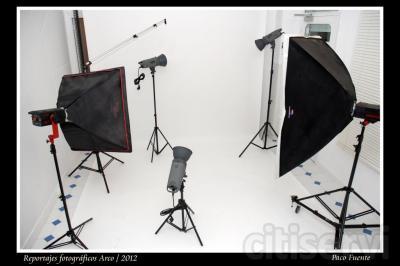 ¿Eres fotógrafo y necesitas un Estudio Fotográfico? Nosotros te lo alquilamos por el tiempo que necesites (1 hora, media jornada, un día...). Céntrico y económico. Rentabiliza al máximo tus reportajes fotográficos.