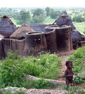 12 días - 11 noches  NATURALEZA, CULTURA ÉTNICA Y PRODUCTORES LOCALES.   Desde la sonrisa de un niño hasta una cascada en el centro del bosque, Togo se revela como el país de los pequeños milagros, una piedra preciosa destellando a bord