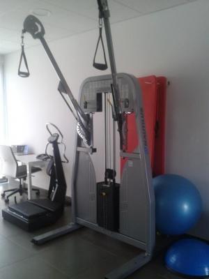 MAQUINA PROFESIONAL DE MUSCULACION marca Nautilus modelo fredom, ideal para entrenamientos personales y salas. antes 6200€