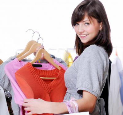 Por la limpieza de dos prendas iguales, de la segunda solo pagará el 50%  Ejemplo: 2 americanas, 2 pantalones, 2 faldas, 2 mantas, 2 chaquetones, 2 abrigos, etc.