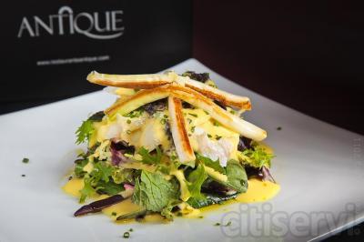 Ya puedes disfrutar de una cena romántica en ANTIQUE, uno de los restaurantes más emblemáticos de la ciudad de Úbeda, una de las ciudades más renacentistas de Europa. Aquí podrás disfrutar con todos tus sentidos en un ambiente acogedor y exclusivo.