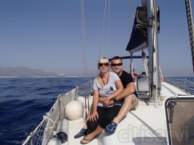 Surca a vela el litoral almeriense en nuestro velero de 12 metros. Disfruta de 8 horas de navegación para grupos de hasta 6 personas y 12 botellas de buceo por solo 600€.