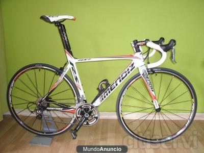 bicicleta rs8 de carbono, nueva sin estrenar, T-M , blanca decorada roja, con el gupo 105 shimano, ruedas aksium de mavic.precio anterior era de 2.576€ ahora es de 2.000€