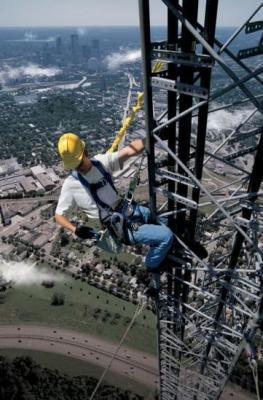 Trabajos en Altura en Torres de Telecomunicaciones  En posesión del Certificado Homologado.  Promoción 40 €/H
