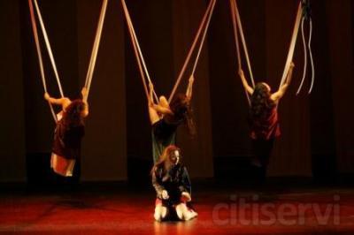 """Curso de Danza y Acción en movimiento para cuerpos que no pueden parar de bailar con el universo.  MATRICULA ABIERTA - PRIMERA CLASE DE PRUEBA GRATUITA *  """"La danza desconocida"""" se basa en los principios físicos que permiten el movimiento del cu"""