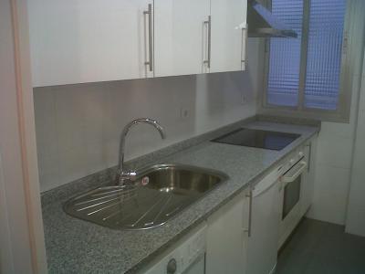 -Demolición de muebles cocina -Demolición de azulejos paredes y suelos -Incluye contenedor y licencia -Incluye alicatados y solados con azulejos en promoción -Incluye muebles de cocina 3m lineales (otras medidas consultar) -Fontanería; Instalación y