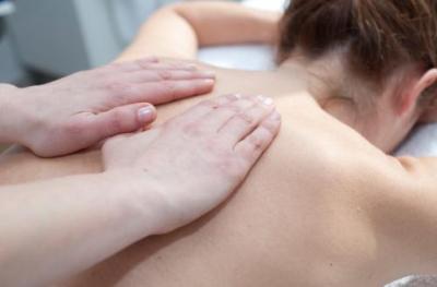 5 sesiones de masaje a domicilio, con una duración de 60 minutos. Incluye material y desplazamiento. Indicado para contracturas, dolor de espalda, relajante, mejora de la circulación...