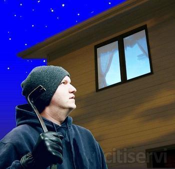 Evitar que los amigos de lo ajeno se interesen por tu casa es imposible, pero dotar a tus ventanas y puertas de sistemas de seguridad antirrobo si está en tu mano: Persianas de seguridad, sistemas de cierre en las ventanas antipalanca, vidrios antibandal