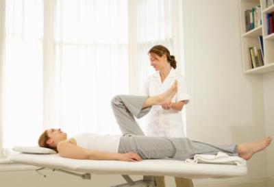 10 sesiones de rehabilitación a domicilio, con una duración de 45 minutos. Incluye material y desplazamiento. Indicado para todo tipo de patologías musculares, articulares, óseas, tendinosas, ligamentosas...